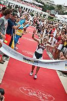 PESCARA (PE) 10/06/2012 - IRON MAN ITALY 70.3 ITALY. NELLA FOTO LA VINCITRICE FEMMINILE KRISTIN MOLLER. FOTO DI LORETO ADAMO