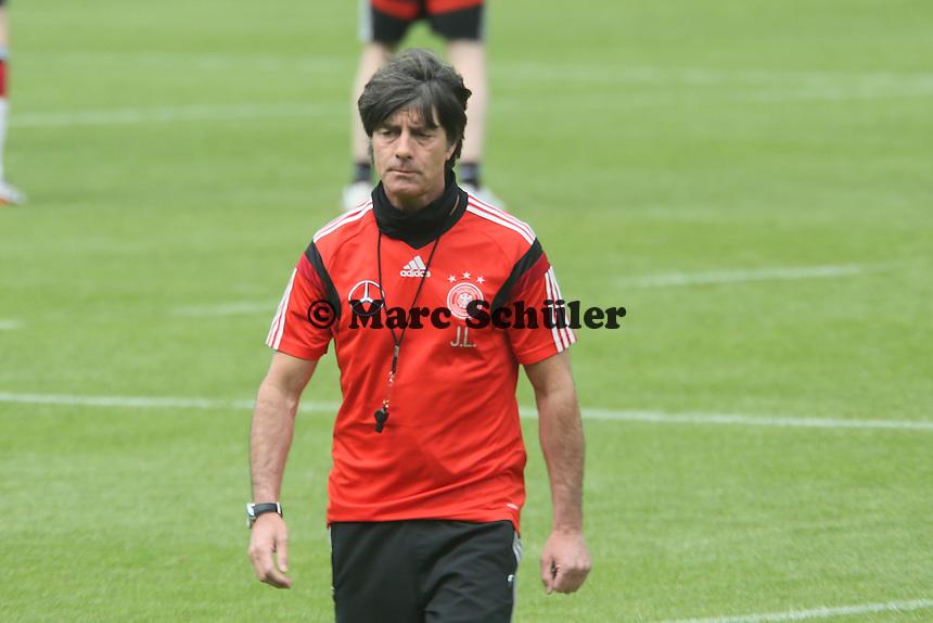 Bundestrainer Joachim Löw beim Aufwärmtraining - Training der Deutschen Nationalmannschaft im Rahmen der WM-Vorbereitung in St. Martin