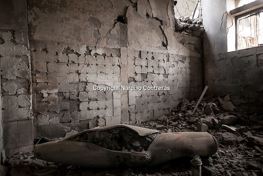 Wednesday 15 July, 2015: An unexploded bomb lays inside governmental building targeted by an airstrike in the downtown of Sa'dah, a city subdued to heavy bombarments carried out by the Saudi-led coalition in the northern province of Sa'dah, the stronghold of the Houthi's movement in Yemen. (Photo/Narciso Contreras)