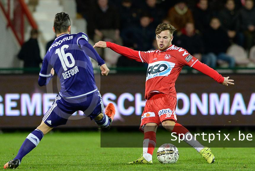 KV Kortrijk - RSC Anderlecht : Kristof D'Haene (r) met het schot voorbij Steven Defour (links) <br /> Foto VDB / Bart Vandenbroucke