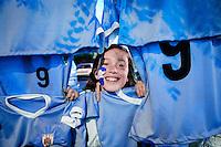 Javier Calvelo/ URUGUAY/ MONTEVIDEO/ Cancha:  Estadio Centenario/ CLASIFICATORIAS SUDAMERICANAS - MUNDIAL RUSIA 2018/ SEXTA FECHA/ Uruguay recibe a Per&uacute; en el Estadio Centenario, por la sexta etapa de las clasificatorias sudamericanas Rusia 2018.<br /> En la foto: Puesto de banderas de Uruguay previo al encuentro ante Per&uacute; en el Estadio Centenario. Foto: Javier Calvelo /adhocFOTOS<br /> 20160329 dia martes<br /> adhocFotos