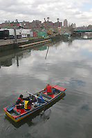 (050424-SWR049) Brooklyn, NY - Volunteers from The Urban Divers Estuary Conservancy clean up the Gowanus Canal as an Earth Day initiative...© Stacy Walsh Rosenstock