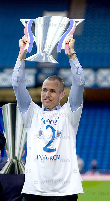Kenny Miller with a cardboard SPL trophy