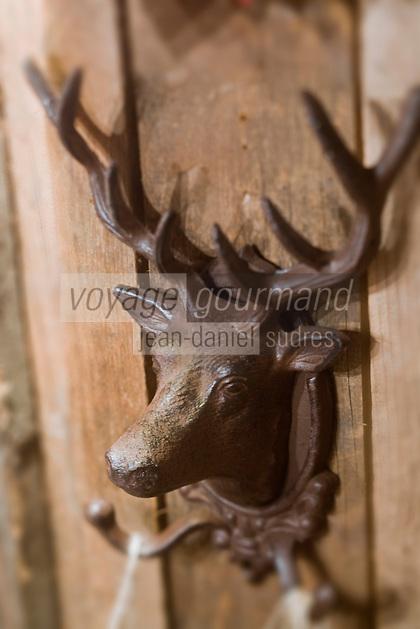Europe/France/73/Savoie/Val d'Isère: Détail décoration tête de Cerf chez Seccotine, boutique de décoration