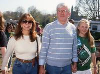 Marlo Thomas, Phil Donahue, daughter Mary Rose Donahue, 1990, Photo By Michael Ferguson/PHOTOlink
