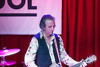 Peter Buck performing  at the  Sol  Club in Madrid
