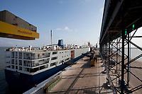 O navio MV Trigguer, de bandeira libanesa, carrega 10.200 cabeças de gado com destino a Venezuela, de onde retorna para novo carregamento, este para o Libano.  Com cinquenta tripulantes sírios e capacidade para transportar mais de  10.500 cabeças de gado. <br /> Foto Paulo Santos<br /> Porto de Vila do  Conde, Barcarena, Pará, Brasil.<br /> 09/10/2013
