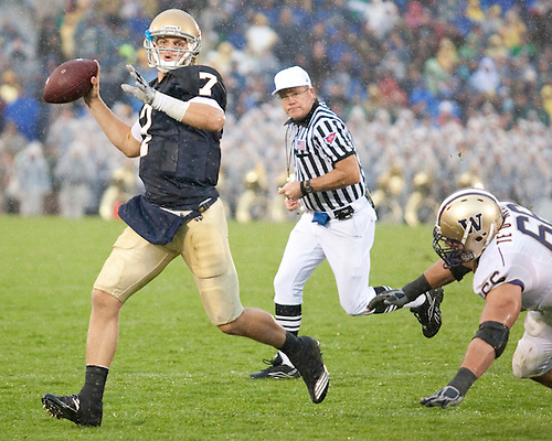 October 3, 2009:  Notre Dame Quarterback Jimmy Clausen in action during the NCAA Football game between the Notre Dame Fighting Irish and the Washington Huskies at Notre Dame Stadium in South Bend, IN.  Notre Dame defeated the Washington 37-30 in OT.