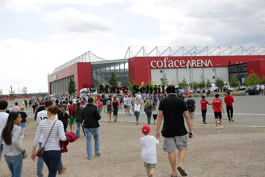 Fans auf dem Weg ins Stadion - Oeffentliches Training der Deutschen Nationalmannschaft, Coface Arena Mainz