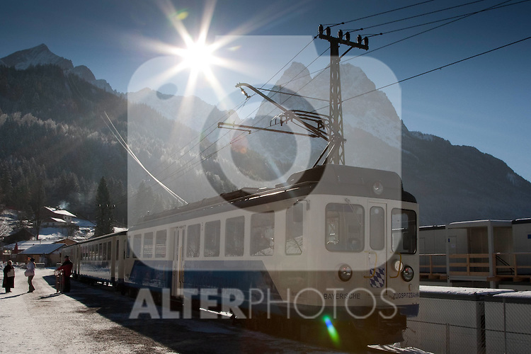 04.02.2011, Garmisch Partenkirchen, GER, Feature Bilder zur FIS ALPINE WORLD CHAMPIONSSHIP, im Bild   The Zugspitze train with the Zugspitze mountain in the background, the train is used to transport spectators from the town centre to the Kandahar course.                                                                                                       Foto nph /  Mitchell Gunn