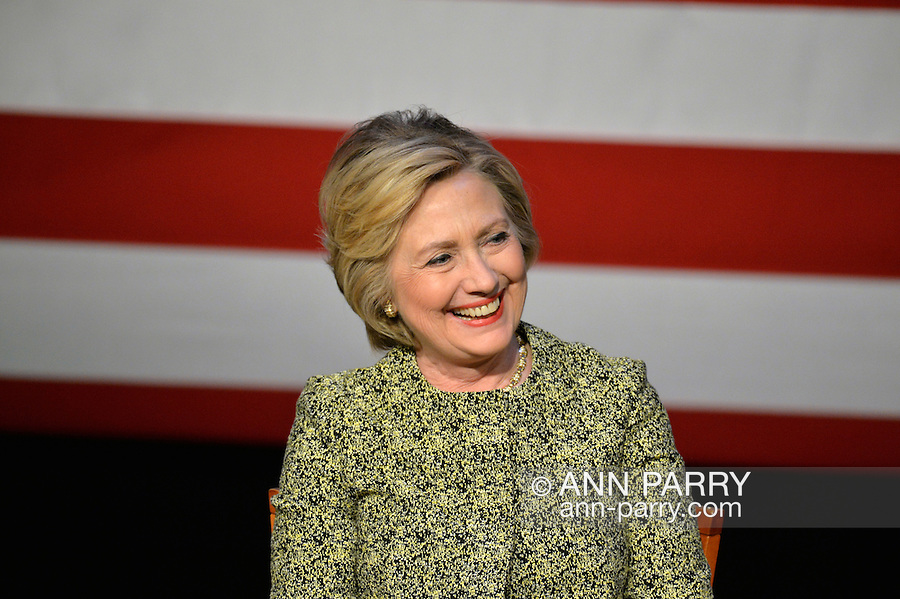 Port Washington, New York, USA. April 11, 2016. RHILLARY CLINTON, Democratic presidential primary leading candidate, has a discussion on gun violence prevention with Rep. S. Israel, and with activists who lost family members due to shootings. The activists shared their stories of personal loss, and Hillary Clinton, the former Secretary of State and U.S. Senator from New York, called for stronger gun legislation. Clinton had several Long Island events scheduled this day, and the New York presidential primary is April 19.