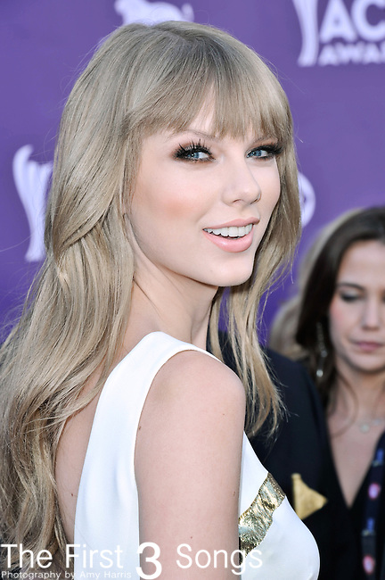 Taylor Swift attends the 47th Annual Academy of Country Music Awards in Las Vegas, Nevada on April 1, 2012.
