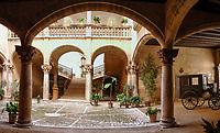 Spanien, Mallorca, Palma de Mallorca: Innenhof 'Can Vivot' des Cal marqués de Vivot in der Altstadt | Spain, Mallorca, Palma de Mallorca: Courtyard 'Can Vivot' of Palace Cal marqués de Vivot at old Town