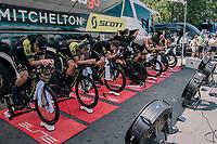 Team Mitchelton-Scott pre-race warm-up<br /> <br /> Stage 3 (Team Time Trial): Cholet > Cholet (35km)<br /> <br /> 105th Tour de France 2018<br /> ©kramon