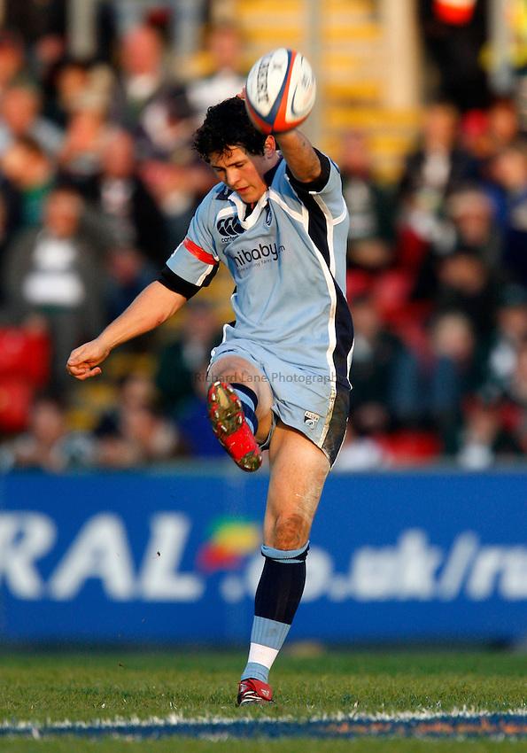 Photo: Richard Lane/Richard Lane Photography..Leicester Tigers v Cardiff Blues. EDF Energy Cup. 03/11/2007. .Blues' Dai Flanagan kicks a restart.