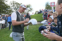 Autographs for Justin Rose (Team Europe) during Thursday's Practice Round ahead of The 2016 Ryder Cup, at Hazeltine National Golf Club, Minnesota, USA.  29/09/2016. Picture: David Lloyd | Golffile.