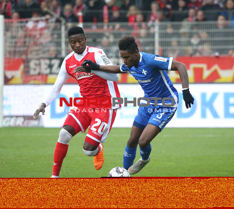 01.12.2018, Stadion an der Wuhlheide, Berlin, GER, 2.FBL, 1.FC UNION BERLIN  VS.SV Darmstadt 98, <br /> DFL  regulations prohibit any use of photographs as image sequences and/or quasi-video<br /> im Bild Suleiman Abdullahi (1.FC Union Berlin #20), Joevin Jones (Darmstadt #3)<br /> <br /> <br />      <br /> Foto © nordphoto / Engler