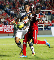 CALI -COLOMBIA-17-03-2014. David Yepes (Izq.) del Depor FC  disputa el balón con Yamilson Rivera (Der.) del América de Cali durante partido por la fecha 9 del Torneo Postobón I 2014 jugado en el estadio Pacual Guerrero de la ciudad de Cali./ David Yepes (L) of Depor FC fights for the ball with Yamilson Rivera (R) of América de Cali during the match for the 9th date of Postobon Tournament I 2014 at Pascual Guerrero stadium in Cali city. Photo: VizzorImage/Juan C. Quintero/STR