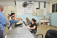 Piracicaba, 03 de julho de 2013 - PROTESTO NAS UPA - As Unidades de Pronto Atendimento 24hs resolveram fazer um protesto diferente. Os atendentes, téc. de enfermagem, administrativos e médicos, substituíram o branco tradicional pelo preto. Eles reinvindicam melhorias no sistema do SUS. ( FOTO: Mauricio Bento / Brazil Photo Press )