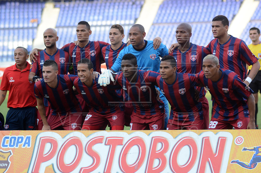 BARRANQUIILLA -COLOMBIA-07-04-2013. Jugadores de Unión Magdalena posan para los fotoógrafos previo al partido con Atlético Junior por la fecha 6 de la Copa Postobon 2014 jugado en el estadio Metropolitano Roberto Meléndez de la ciudad de Barranquilla./ Union Magdalena players pose to the photographers prior the match against Atletico Junior for the date 6 of the Postobon Cup 2014 played at Metropolitano Roberto Melendez stadium in Barranquilla city.  Photo: VizzorImage/Alfonso Cervantes/STR