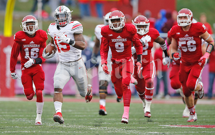 Ohio State Buckeyes running back Ezekiel Elliott (15) leaves the IU defense behind as he heads to the end zone for a fourth quarter TD at Memorial Stadium on October 3, 2015. (Chris Russell/Dispatch Photo)