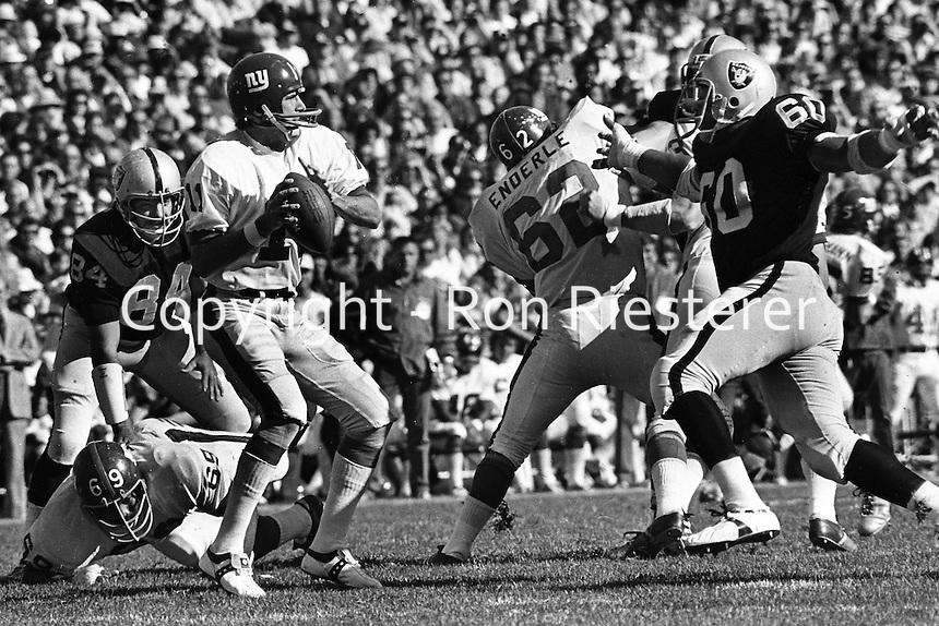 Raiders Otis Sistrunk and Tony Cline rush New York Giants quarterback.(photo/Ron Riesterer)