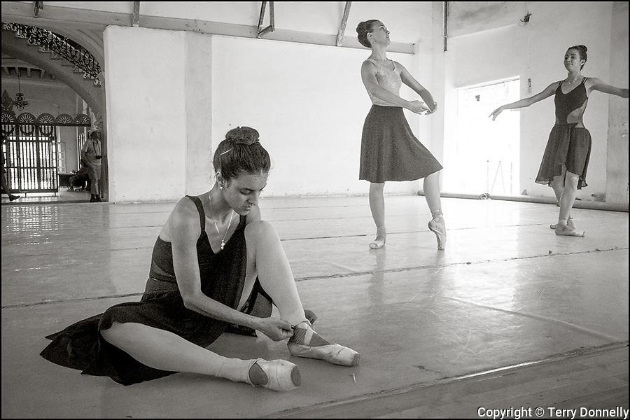 Havana Cuba:<br /> A rehearsal sessions, Prodanza Ballet School