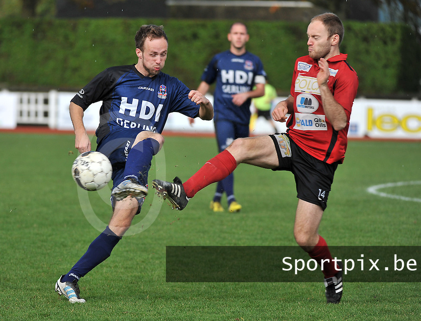 KFC Izegem - FC Dender  : duel tussen Joachim Vercouter (rechts) en Enzo Neve (links)<br /> foto VDB / Bart Vandenbroucke