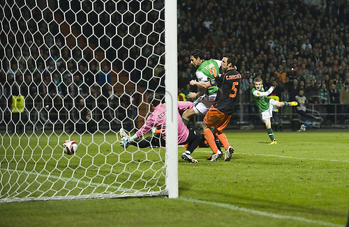 18 03 2010  Marko Marin r HB scores the goal to equalise 3 - 3 against Goalkeeper Cesar Sanchez  Valencia. Euro League. SV Werder Bremen versus Valencia CF  in Bremen Europe League Europe League 2009