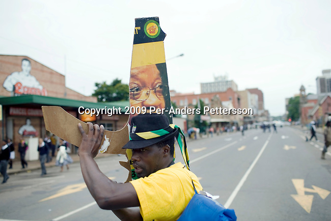 PIETERMARITZBURG, SOUTH AFRICA FEBRUARY 4: An unidentified ANC supporter sings struggle songs early in the morning as he is waiting for ANC president Jacob Zuma to appear in court on February 4, 2009 in Pietermaritzburg, South Africa. Jacob Zuma appeared in court and a court date was set for August 2009. Mr. Zuma was recently cleared of charges and he is expected to win the general election on April 22, and become South Africa's third democratic president. (Photo by Per-Anders Pettersson)...