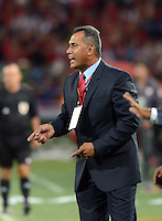 MEDELLIN -COLOMBIA-17-DICIEMBRE-2014. Hernan Torres director tecnico  de Independiente Medellin en accion durante partido  contra Independiente Santa Fe   partido Final de Ida  de La Liga Postobon   2014-II jugado  en el estadio Atanasio Girardot de Medell'n./ Hernan Torres in actions during match against Independiente Santa Fe during match Final Round match of La Liga Postobon 2014-II played at the Atanasio Girardot stadium in Medellin .Photo: VizzorImage / Luis R'os / STR