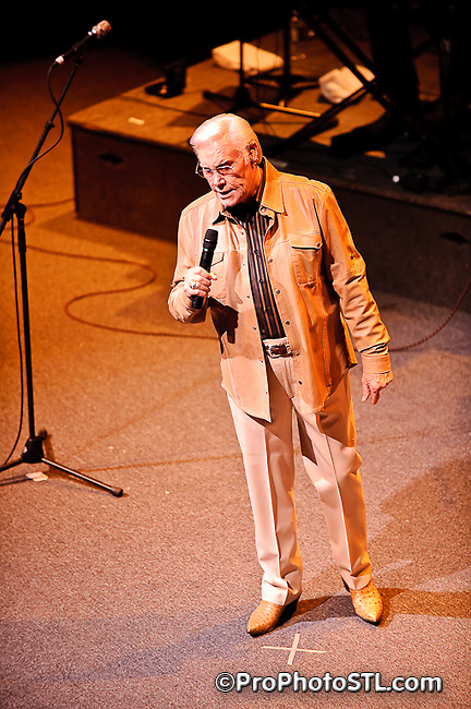 George Jones in concert at Touhill in St. Louis, MO on Nov 21, 2009.