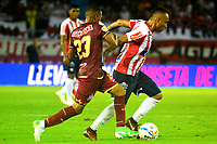 BARRANQUILLA - COLOMBIA, 09-10-2018: Jarlan Barrera (Der.) jugador de Atlético Junior disputa el balón con Johandy Orozco (Izq.) jugador de Deportes Tolima durante partido de la fecha 13 entre Atlético Junior y Deportes Tolima por la Liga Aguila II 2018, jugado en el estadio Metropolitano Roberto Meléndez de la ciudad de Barranquilla. / Jarlan Barrera (R) player of Atletico Junior vies for the ball with con Johandy Orozco (Izq.) player of Deportes Tolima, during a match of the of the 13th date between Atletico Junior and Deportes Tolima, for the Liga Aguila II 2018 at the Metropolitano Roberto Melendez stadium in Barranquilla city, Photo: VizzorImage  / Alfonso Cervantes / Cont.