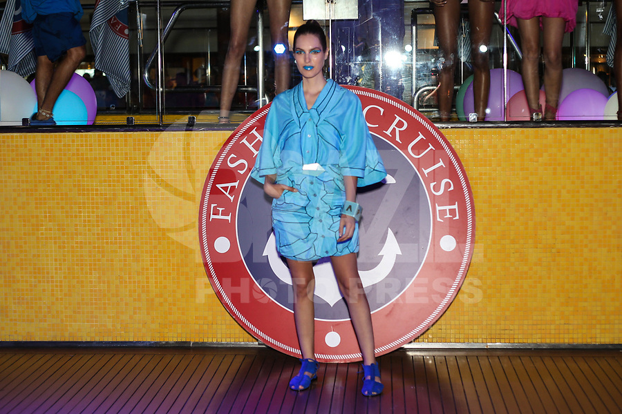 SANTOS, SP, 07.02.2018 - FASHION-CRUISE - Modelo durante desfile da grife Amapo do Fashion Cruise nesta terça-feira, 07.(Foto: Vanessa Carvalho/Brazil Photo Press)