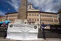 Roma 11 Settembre 2013<br /> Manifestazione   di Alba Dorata Italia, movimento indipendente di destra, in Piazza Monte Citorio davanti alla Camera dei Deputati, per chiedere  l'aumento delle pensioni minime,che venga istituiti il salario sociale e la liberazione dei due fucilieri  Girone e Latorre detenuti i n India con qualunque mezzo anche quello militare.