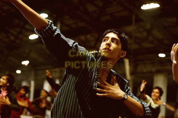 DEV PATEL.in Slumdog Millionaire.*Filmstill - Editorial Use Only*.CAP/FB.Supplied by Capital Pictures.