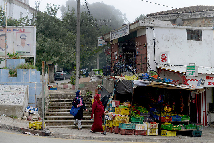 AIN DRAHAM, TUNISIA - SEPTEMBER 22:<br /> mercato in strada<br /> Life in the streets