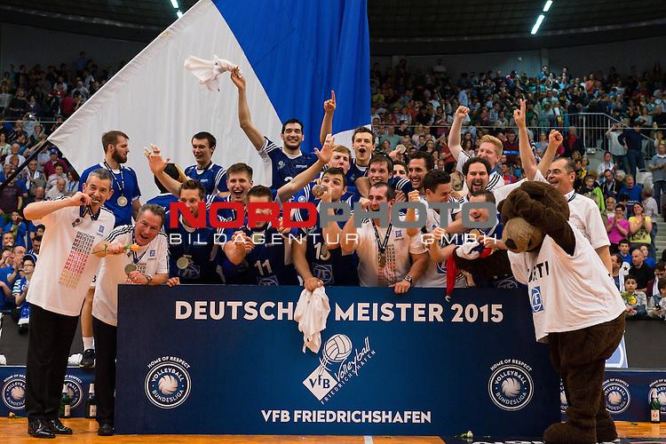 03.05.2015, ZF Arena, Friedrichshafen<br /> Volleyball, Bundesliga Maenner, Play-offs Finale 5, VfB Friedrichshafen vs. Berlin Recycling Volleys<br /> <br /> Deutscher Meister 2015 - VfB Friedrichshafen<br /> <br />   Foto &copy; nordphoto / Kurth