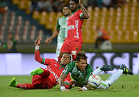 MEDELLÍN - COLOMBIA, 30-08-2017: Dayro Moreno (Der.) jugador del Atlético Nacional disputa el balón con Patriotas de Boyacá  durante el partido de vuelta entre Atlético Nacional y Patriotas de Boyacá por los cuartos de final de la Copa Águila 2017 jugado en el estadio Atanasio Girardot de la ciudad de Medellín. /Dayro Moreno (R) player of Atletico Nacional  vies for the ball with Patriotas de Boyaca during second leg match between Atlético Nacional  and Patriotas de Boyaca for the finals quater of the Aguila Cup 2017 played at Atanasio Girardot stadium in Medellin city. Photo: VizzorImage/ León Monsalve / Cont