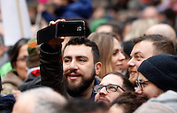 Manifestazione a sostegno della legge sulle unioni civili in discussione nei prossimi giorni al Senato, a Roma, 23 gennaio 2016.<br /> People attend a demonstration in favor of civil unions rights, including gay couples, ahead of a parliamentary debate, in Rome, 23 January 2016. <br /> UPDATE IMAGES PRESS/Riccardo De Luca