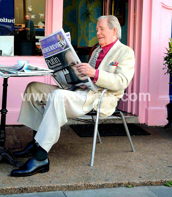 "**ALL ROUND PICTURES FROM SOLARPIX.COM**.**WORLDWIDE SYNDICATION RIGHTS**.Actor Peter O'Toole helps to launch the new Sunday Times newspaper redesign.The £3m marketing campaign also has a new slogan: ""The Sunday Times. For all you are."" London, UK. 3rd July 2008..JOB REF: 6774 STN     DATE: 03_07_2008.**MUST CREDIT SOLARPIX.COM OR DOUBLE FEE WILL BE CHARGED* *UNDER NO CIRCUMSTANCES IS THIS IMAGE TO BE REPRODUCED FOR ANY ONLINE EDITION WITHOUT PRIOR PERMISSION*"