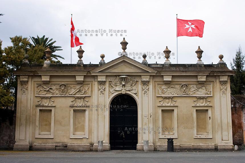 L'ingresso principale di Villa Magistrale sede dei Cavalieri di Malta a Roma. Il Sovrano Ordine di Malta è uno dei pochi Ordini nati nel Medio Evo ed ancora oggi attivi, con  una propria costituzione e un proprio passaporto.