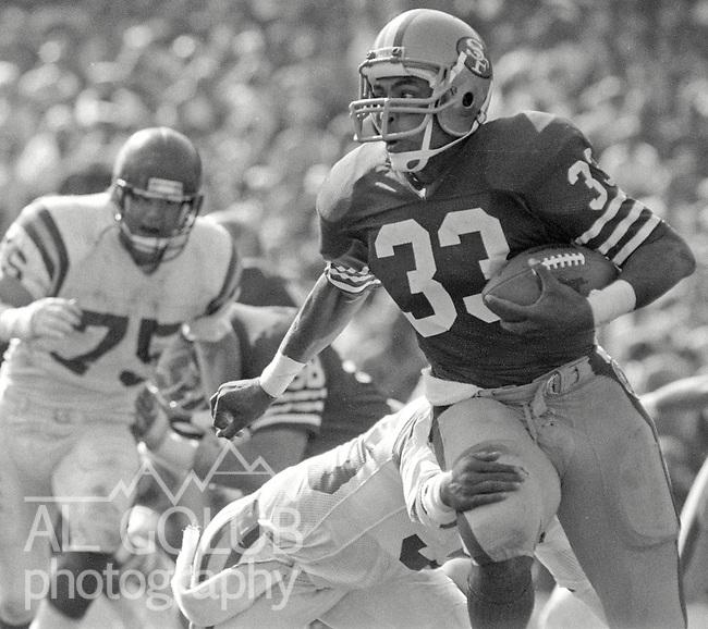 San Francisco 49ers vs. Minnesota Vikings at Candlestick Park Sunday, October 12, 1986..Vikings Beat 49ers 27-24.San Francisco 49ers Running Back Roger Craig (33)..