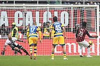 gol Franck Kessie. Goal Milan penalty 2-1 <br /> Milano 2-12-2018 Stadio San Siro Football Calcio Serie A 2018/2019 AC Milan - Parma Foto Image Sport / Insidefoto