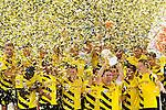 13.08.2014, Signal Iduna Park , Dortmund, GER, DFL-Supercup, Borussia Dortmund vs. FC Bayern Muenchen / M&uuml;nchen, im Bild: Sebastian Kehl #5 (Borussia Dortmund) haelt den Supercup in die Luft. Gestik, Spass, Freude, Jubel, Gut gelaunt, Begeistert Querformat. Mit im Bild Lukasz Piszczek #26 (Borussia Dortmund), Sokratis Papastathopoulos #25 (Borussia Dortmund) und Matthias Ginter #28 (Borussia Dortmund)<br /> <br /> Foto &copy; nordphoto / Grimme
