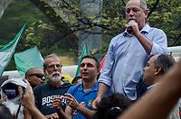 RIO DE JANEIRO, RJ, 05.10.2018 - ELEIÇÕES-2018 - Ciro Gomes (PDT) candidato à Presidencia da Republica durante corpo a corpo na Rocinha, Rio de Janeiro, na manhã desta sexta-feira, 05. (Foto: Vanessa Ataliba/Brazil Photo Press)