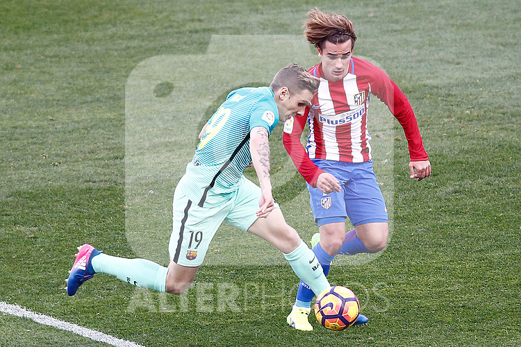 Atletico de Madrid's Antoine Griezmann (r) and FC Barcelona's Lucas Digne during La Liga match. February 26,2017. (ALTERPHOTOS/Acero)