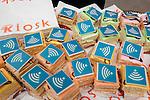 Amsterdam, 29 maart 2010.Presentatie Internet in de trein.Kiosk, Petit-Fours met Wifi logo.Foto Felix Kalkman