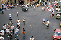 Cina Pechino 1987  traffico urbano di biciclette, crocevia<br />