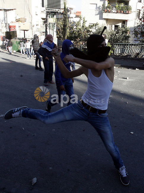 Palestinians throw stones at Israeli security forces (unseen) during clashes in protest to Israel's military operation in Gaza, in the East Jerusalem neighbourhood of Issawiya November 15, 2012. A Hamas rocket killed three Israelis north of the Gaza Strip on Thursday, drawing the first blood from Israel as the Palestinian death toll rose to 15 in a military showdown lurching closer to all-out war and an invasion of the enclave. Photo by Mahfouz Abu Turk